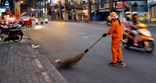 Bác công nhân vệ sinh đường phố